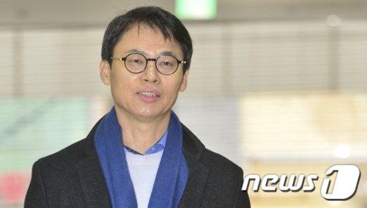 [사진]설명절 잊은 이규철 대변인