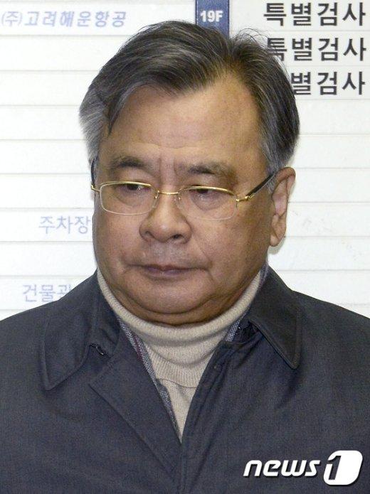 [사진]설연휴 출근하는 박영수 특검 '시간이 없다'