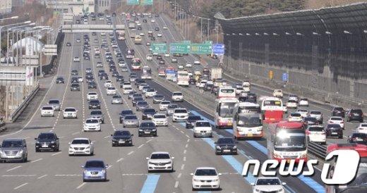 [사진]'고속도로 정체 증가 중'