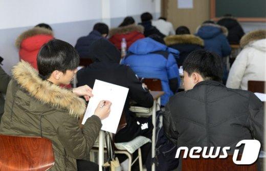 [사진]'수험생에게 연휴란 없다'