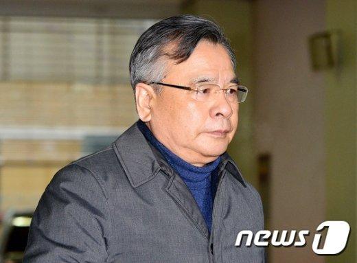 [사진]설연휴에도 쉬지않고 출근하는 박영수 특검