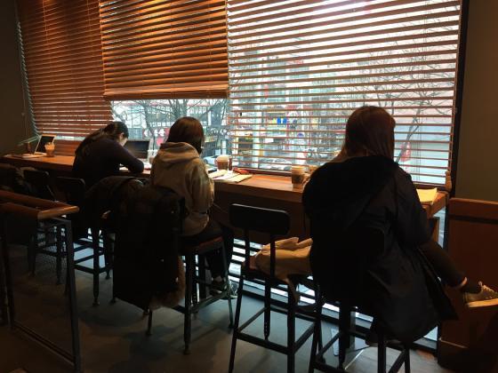 설 연휴에도 '열공' 카페 찾는 취준생들