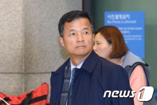 [사진]귀국한 유재경 대사 '특검에서 어떤 조사 받게 되나?'