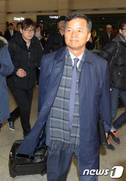 [사진]특검 조사 위해 귀국한 유재경 대사