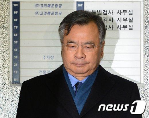 [사진]고심하는 표정의 박영수 특검