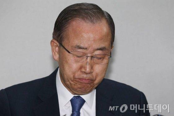 반기문 전 유엔 사무총장이 31일 오후 서울 마포구 도화동 트라팰리스에서 기자회견을 갖고 있다.