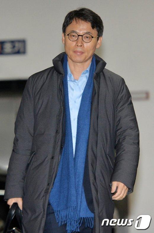 [사진]특검 사무실 향하는 이규철 대변인