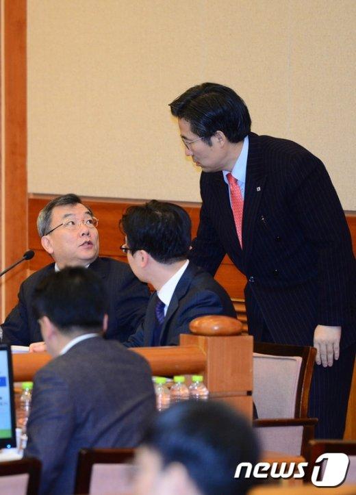 [사진]대통령측 법률대리인단 '무슨대화?'