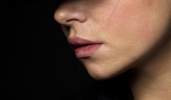 찢어지게 건조한 입술, 촉촉하게 만드는 법은?