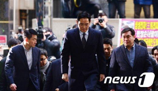 [사진]이재용 '피의자 신분으로 특검 출석'