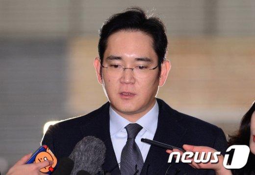 """[사진]이재용 부회장 특검 재소환 """"성심껏 말씀드리겠다"""""""