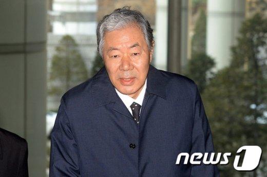 [사진]재판 참석하는 이경재 변호사