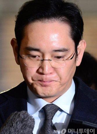 뇌물공여 등의 혐의를 받고 있는 이재용 삼성전자 부회장이 13일 오전 서울 강남구 특검사무실에 피의자 신분으로 재소환되고 있다./사진=홍봉진 기자