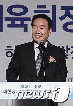 [사진]이임사하는 김성일 대한장애인체육회장
