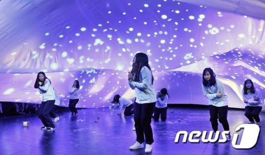 [사진]'평창 아트 드림캠프' 공연하는 베트남 참가자들