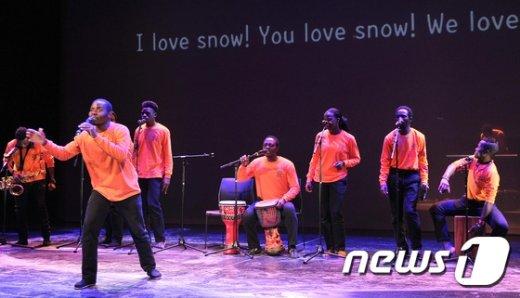 [사진]'평창 아트 드림캠프' 공연하는 말라위 참가자들