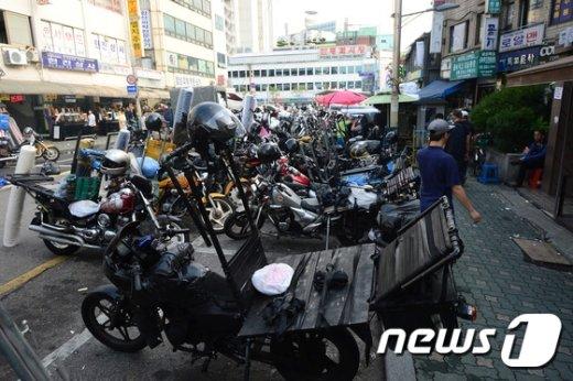 오토바이 배달근로자에 안전모 지급해야…사업주 의무화