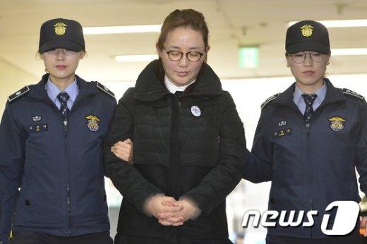 김영재 원장의 부인 박채윤 와이제이콥스메디칼 대표  © News1 신웅수 기자