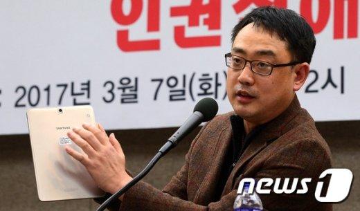 [사진]변희재, 특검팀에 제출한 태블릿PC 의혹 제기