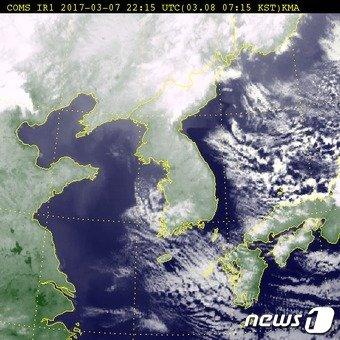 8일 오전 7시15분 기준 전국 위성사진 (출처 기상청) © News1