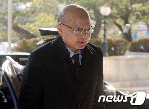[사진]출근길 나선 안창호 헌법재판관