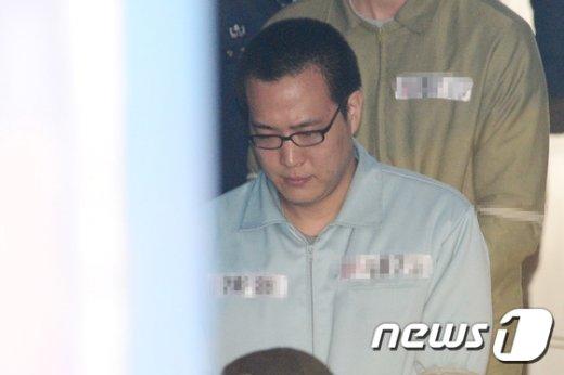 [사진]고개 숙인 한화그룹 셋째 아들 김동선씨