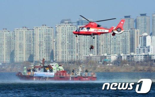 [사진]해빙기 수난사고대비 특별구조훈련