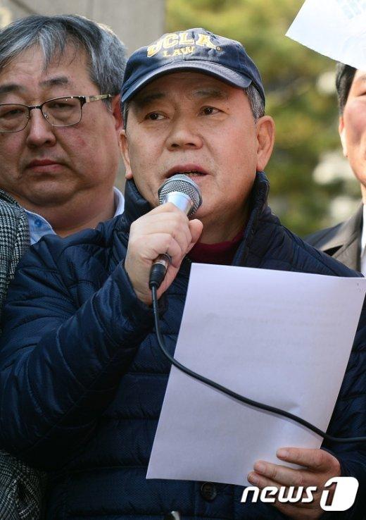 """[사진]김평우 변호사 """"8인 판결은 헌재의 정치적 직무유기"""""""