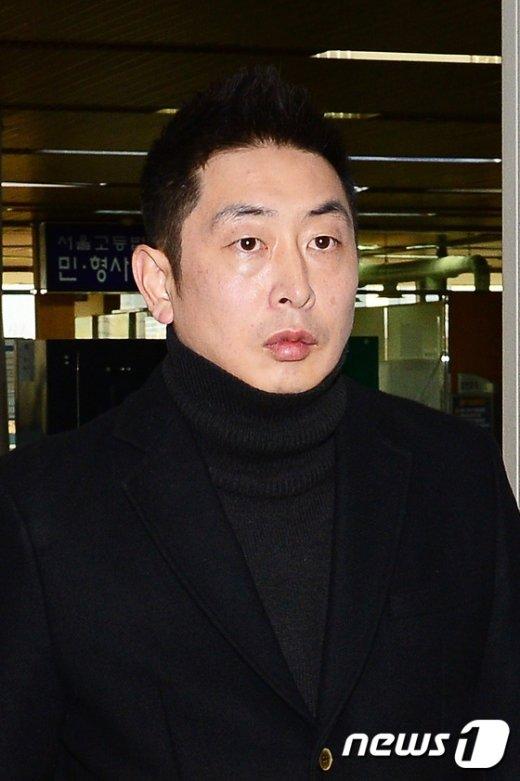 [사진]법정 향하는 김성현 미르재단 사무부총장