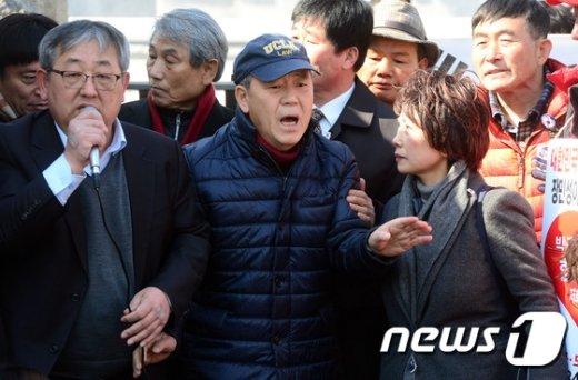[사진]헌재 규탄한 김평우 변호사