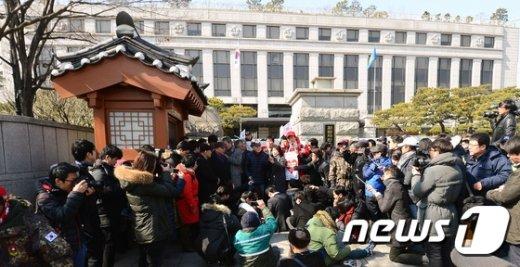 [사진]헌재 비판한 김평우 변호사