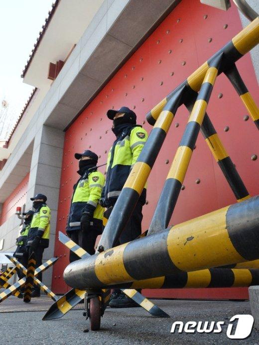 [사진]중국대사관 앞 삼엄한 경비