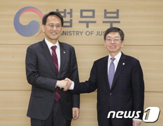 [사진] 이창재 법무부장관 직무대행, 김현 대한변호사협회장 면담