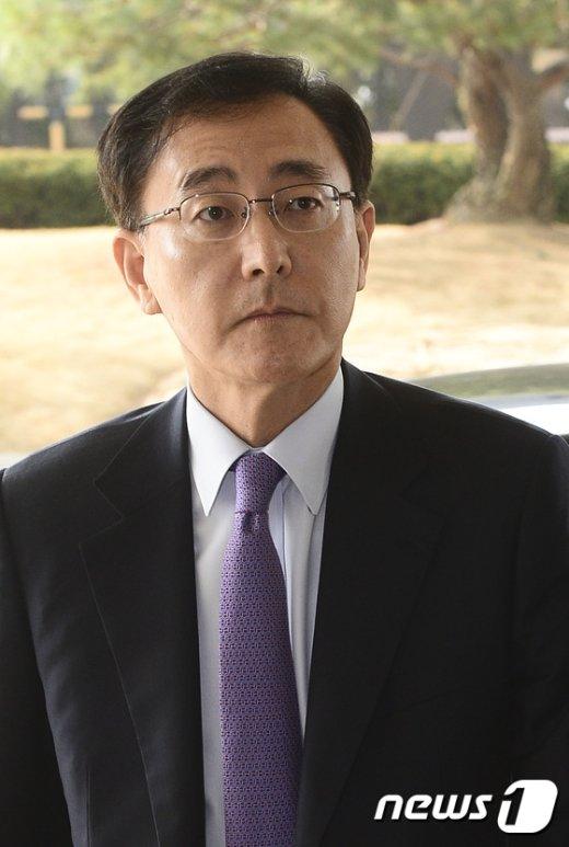 [사진]굳은 표정의 김수남 검찰총장