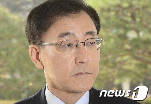 [사진]대검찰청 향하는 김수남 총장