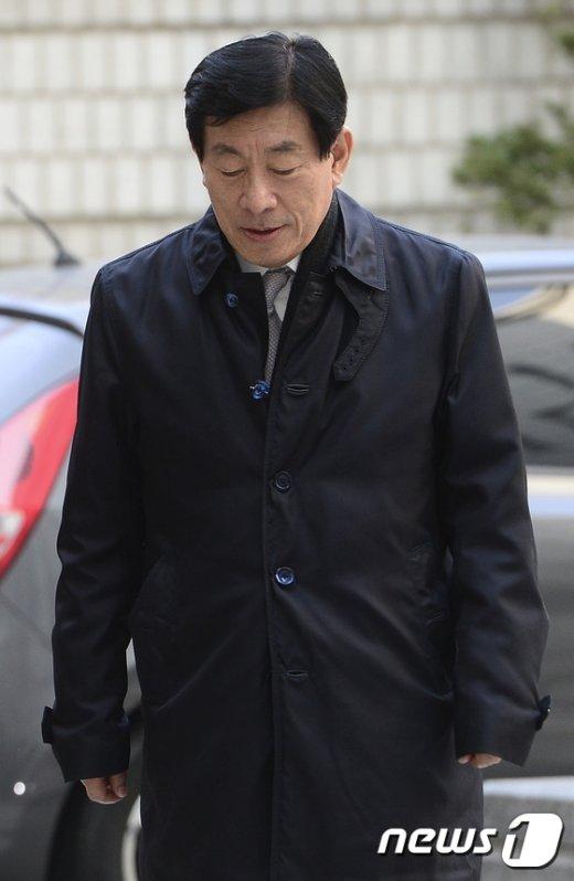 [사진]고개숙인 원세훈