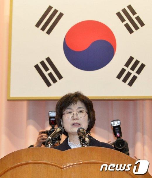 [사진]퇴임사하는 이정미 헌재 권한대행