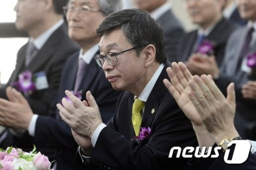 [사진]49대 대한변협 회장 취임한 김현 변호사