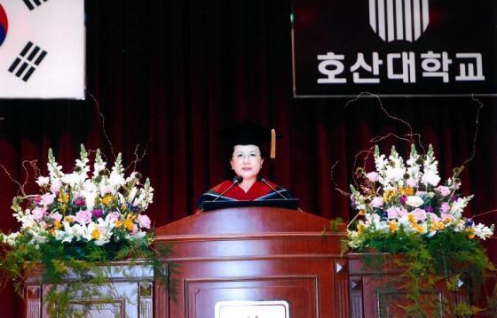 박소경 호산대 총장, 신입생 전원에게 책 선물