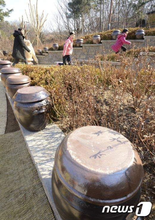 [사진]봉화산 화약고, 옹기테마공원으로 변신