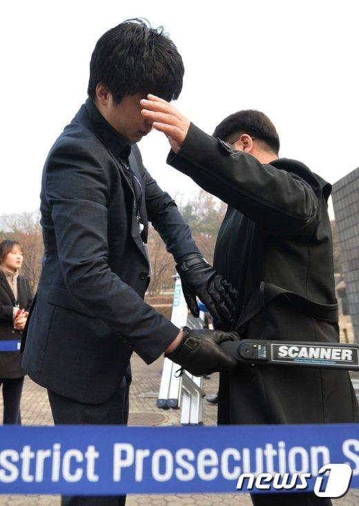 [사진]긴장감 속 朴 전 대통령 소환 임박