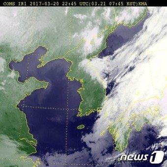 21일 오전 7시45분 기준 전국 위성사진 (출처 기상청) © News1