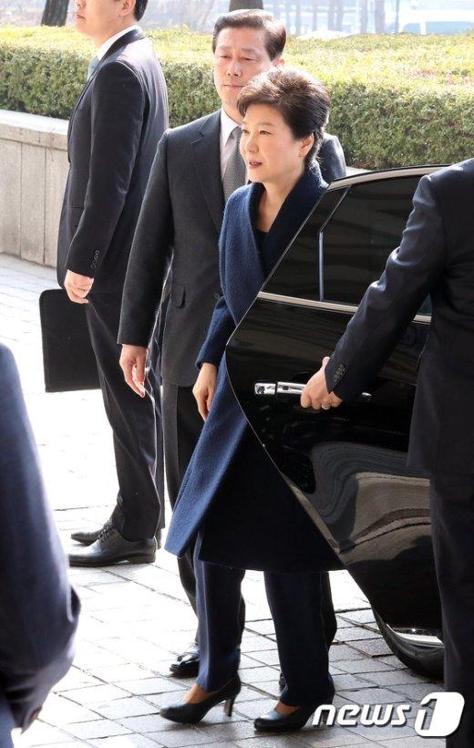 [사진]검찰에 도착한 박근혜