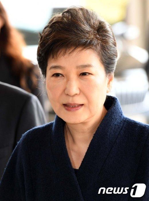 """[사진]박 전 대통령 """"국민 여러분께 송구...성실히 조사 임하겠다"""""""