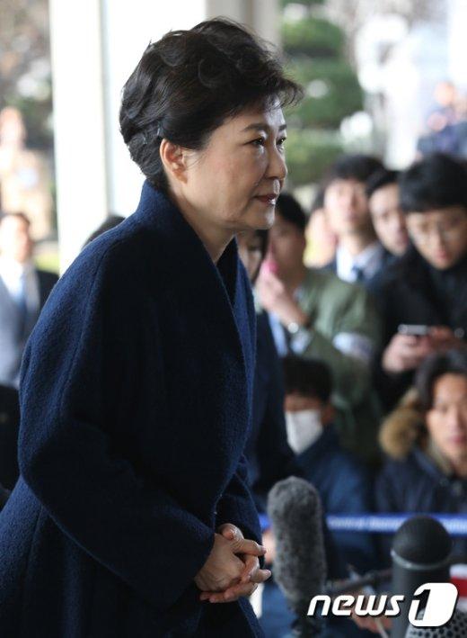 [사진]박근혜 전 대통령 '피의자 신분으로 검찰 소환'