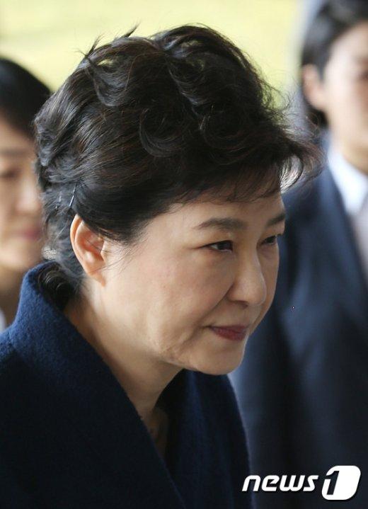 [사진]전직 대통령 첫 중앙지검 출석한 박근혜