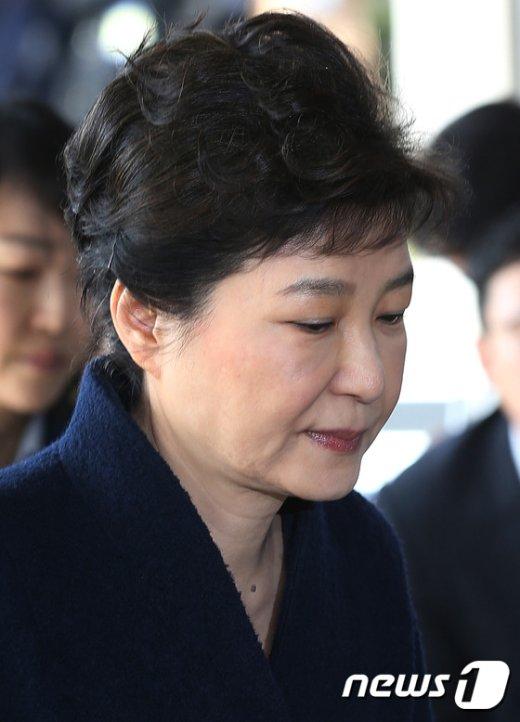 """[사진]박근혜 전 대통령 """"국민 여러분께 송구스럽다"""""""