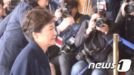 [사진]박근혜 '검찰 조사실로'