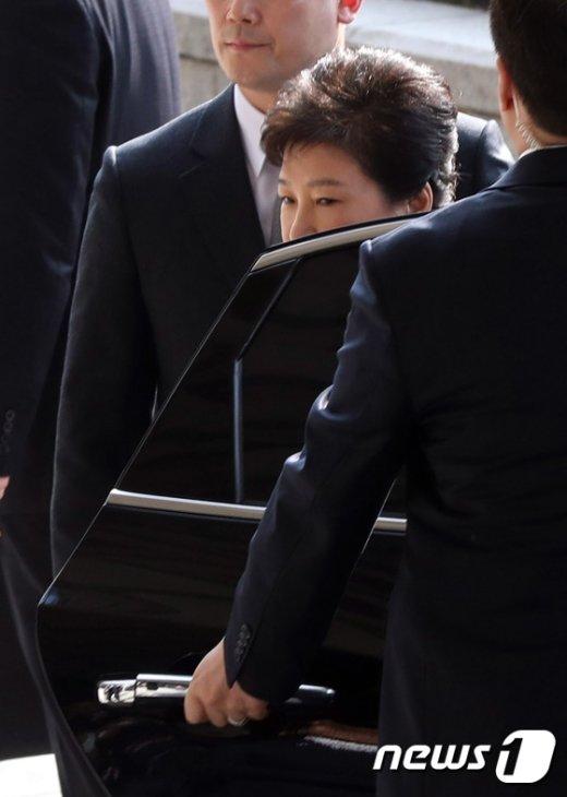 [사진]피의자 박근혜 '검찰 도착'
