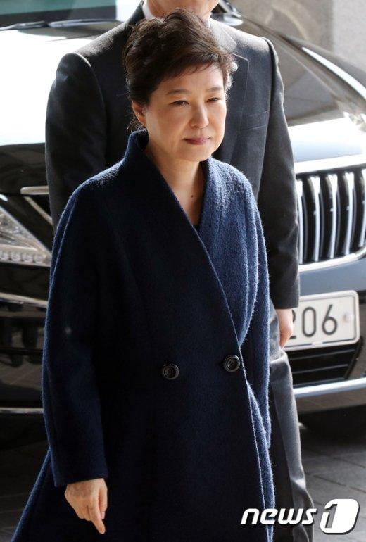 [사진]검찰 도착한 박근혜 전 대통령